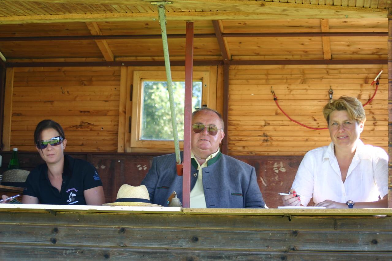 Anna Brandstätter (NOEPS), Oberst Fritz Schuster (Präsident des NÖ Pferdesportverbands), Sabine Schindelegger (RCG Kautzen)