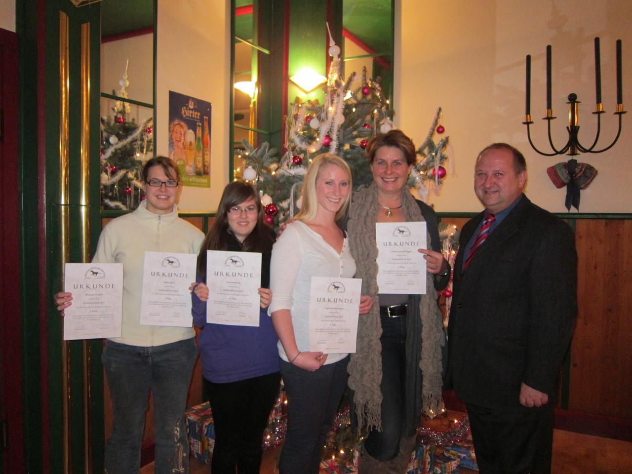 Doris Bind (auch stellvertretend für ihre Schwester Romana Ziegler), Sara Fasching, Stefanie Schwameis, Sabine Schindelegger und Obmann Manfred Wühl