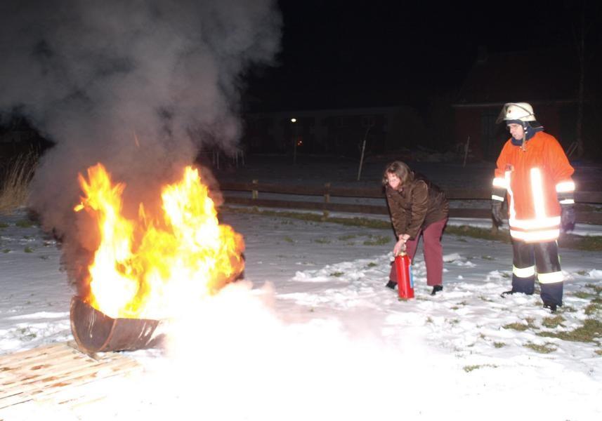 Die Arbeit mit dem Feuerlöscher