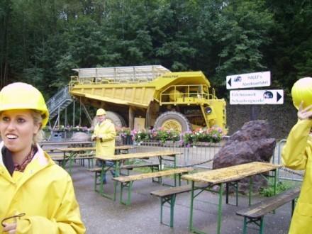 Zweite Station: Haulyfahren am Erzberg