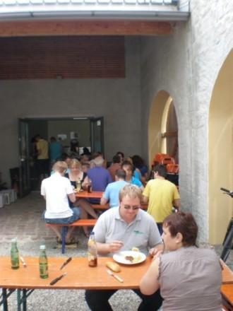 Musigrillen im Schlosshof