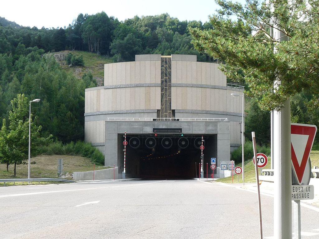 Le tunnel répond désormais aux standards de sécurité actuels des ouvrages souterrains.