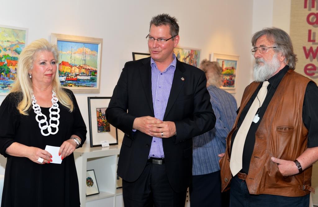 Bezirksvorsteher Georg Papai eröffnet die Ausstellung