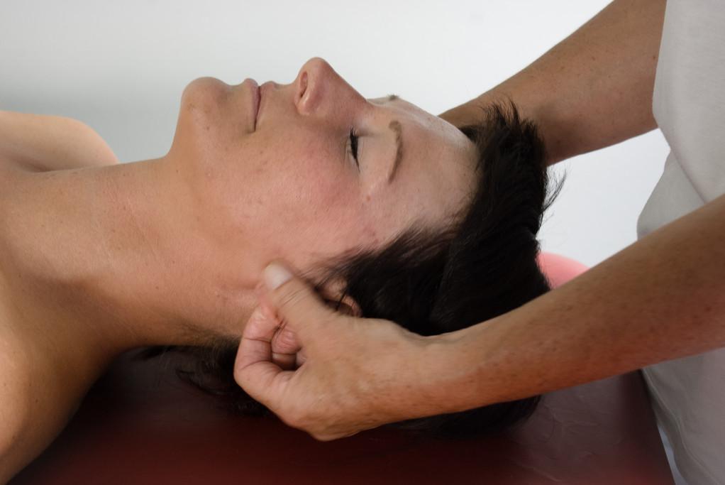 ... dringt durch die Massage über die Haut ....