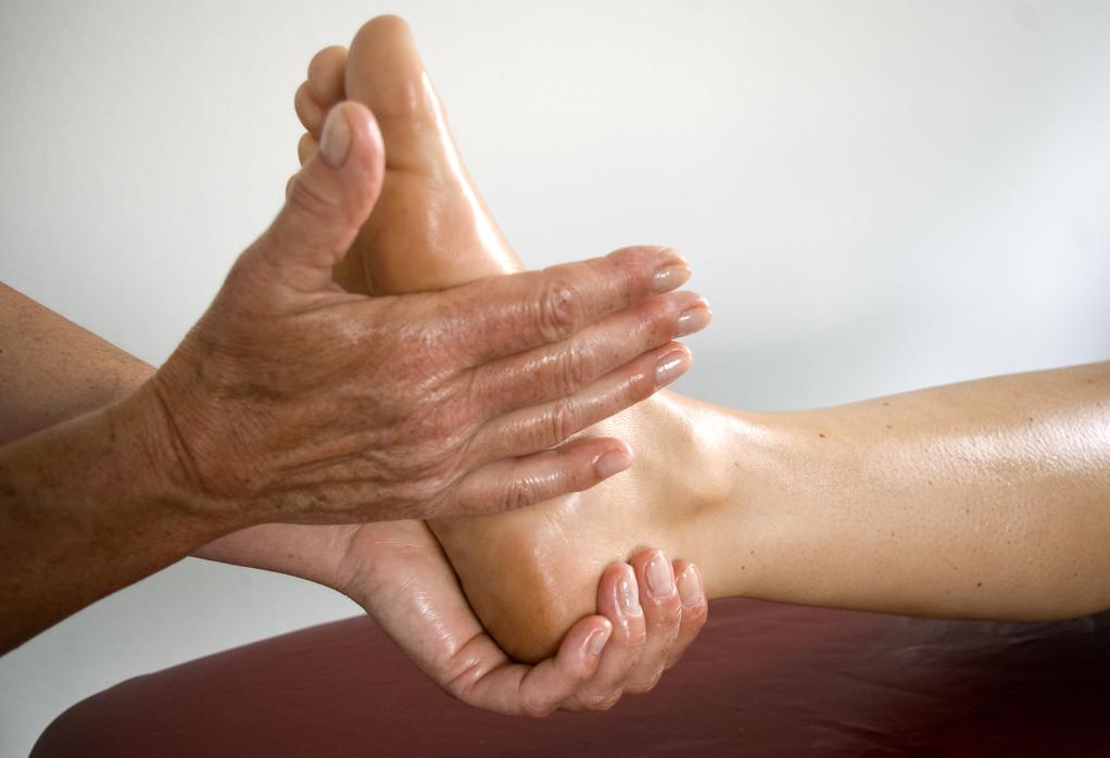 ... mit Ayurveda-(Massagen) einen gesunden Zustand ...