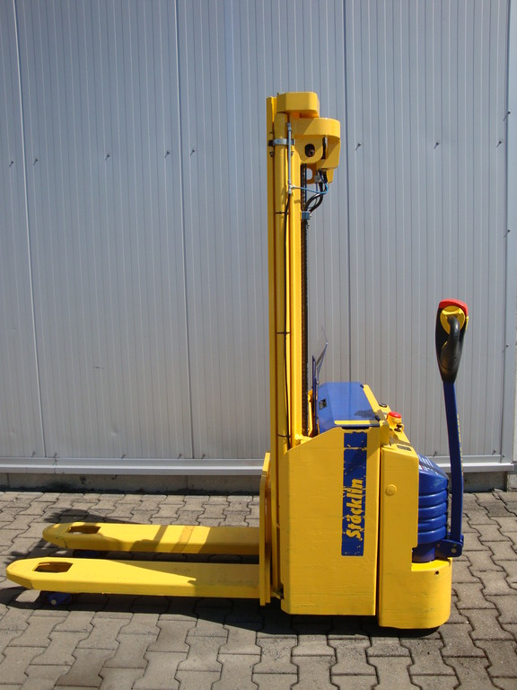 Stöcklin EDI 1600 Elektrohochhubwagen Bauhahr 2007 Dreifachhubmast 4400 mm Initialhub