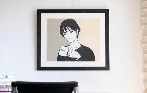 """日本国内で最も注目を集めているアーティスト""""KYNE""""のシルクスクリーン作品を額装しました"""