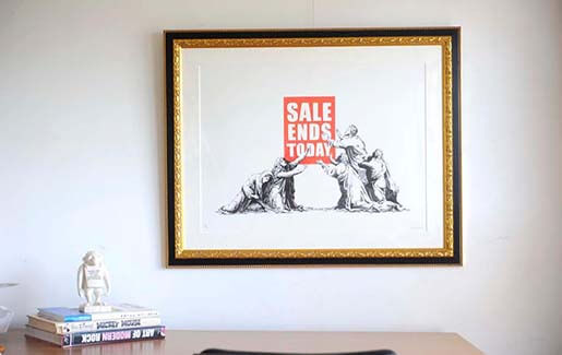 Banksyの【SALE ENDS】を額装しました。