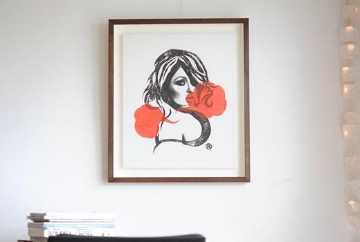 「キャンバス作品をそのまま飾るか?額装して飾るか?」