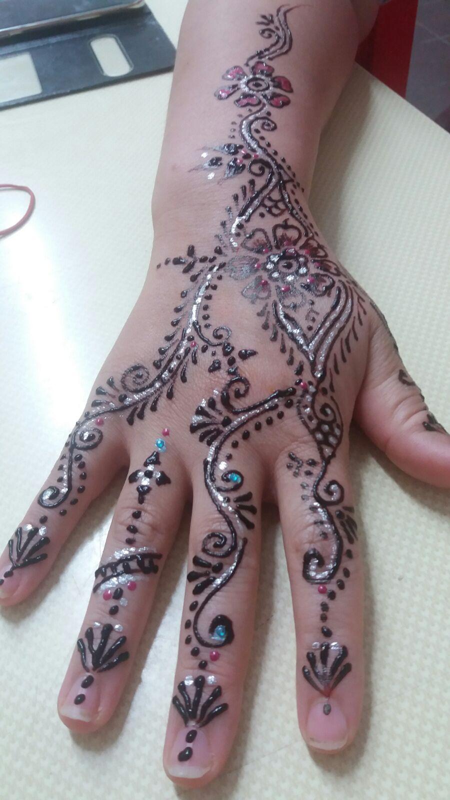 Wunderschöne Henna-Handbemalung...