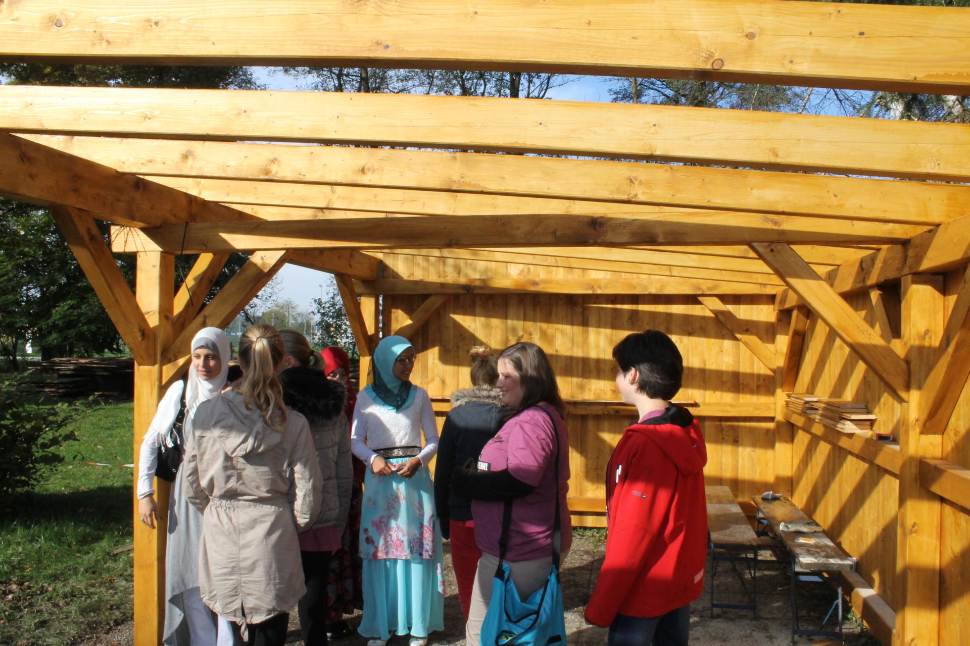 Das Projekt der KJÖ: Bau einer Gartenlaube in den Friedensgärten