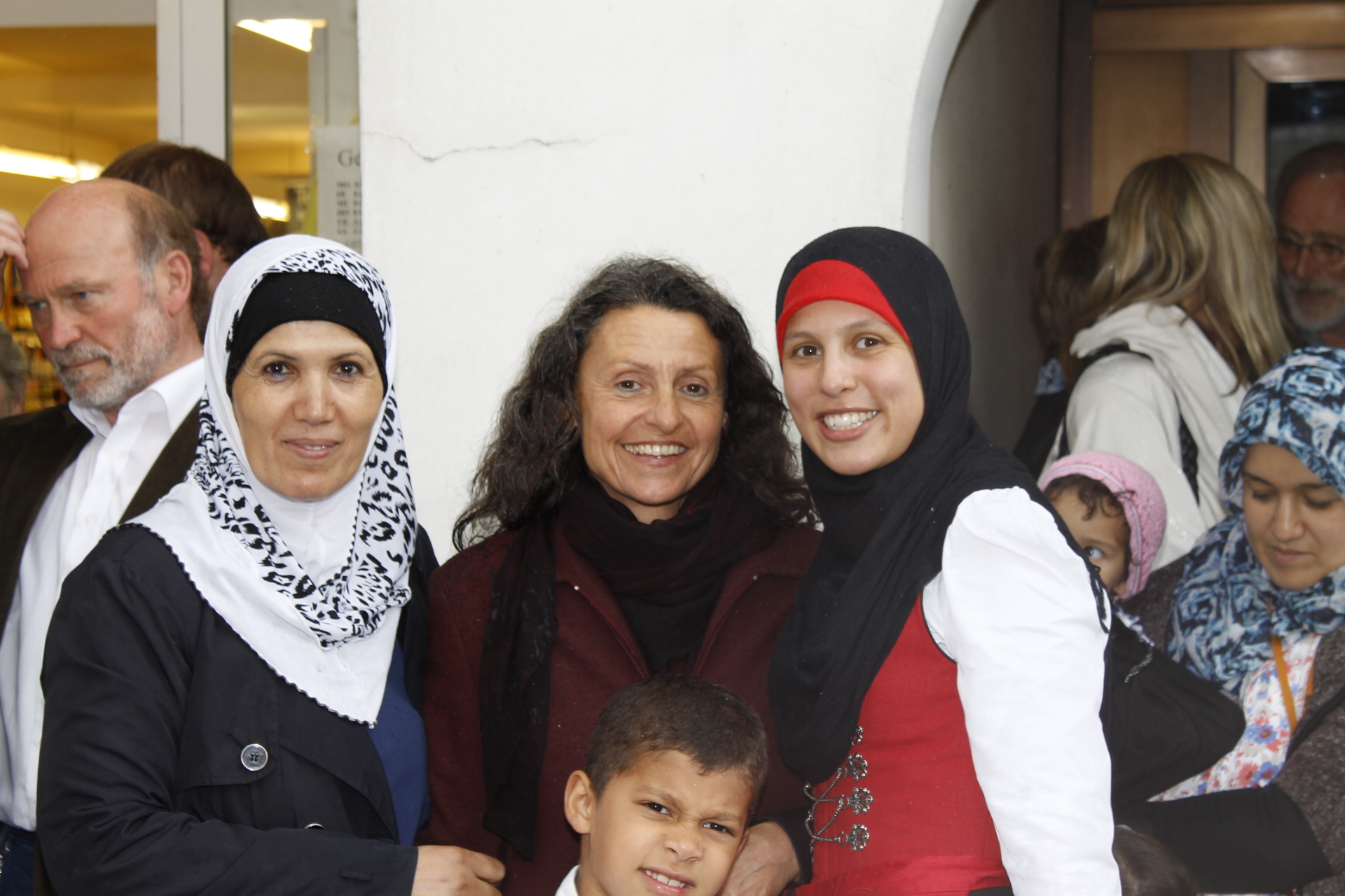 Gamila Zidi, Dr. Krahwinkler Monika, Abdelrahman Jasmina (v. li. n. re.)