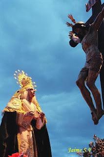 Nuestra Sra. a los pies del Stmo. Cristo de la Piedad