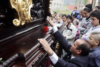 Capataz Luis M. Maya Pardal en salida procesional. Semana Santa de 2012