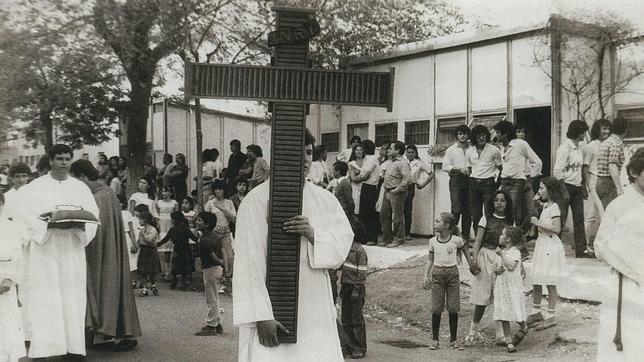 Nuestros orígenes, procesionando por el Barrio, en el año 1972