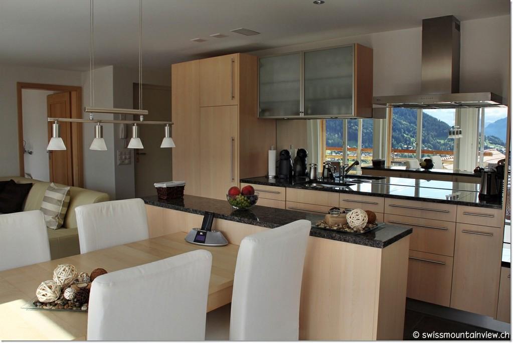 (Geschirrspülmaschine, Backofen, Grill/Mikrowelle, Kaffeemaschine, Wasserkocher, Toaster etc).