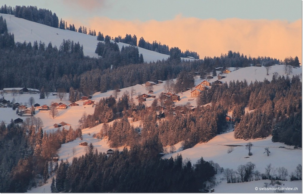 Es ist wunderschön, in dieser Abendstimmung dem Thunersee entlang nach Interlaken zu fahren... und über den See hinauf nach swissmountainview.ch zu schauen.