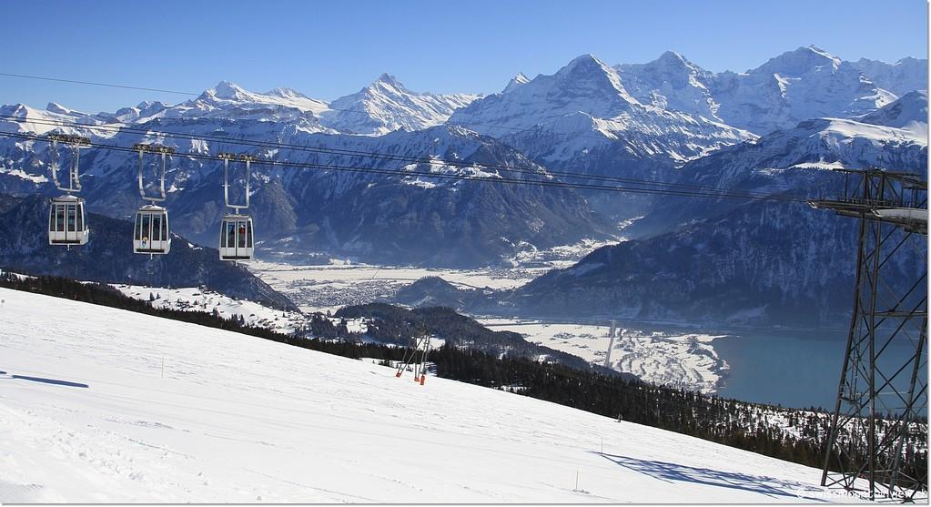 Blick vom Niederhorn Richtung Interlaken, Eiger, Mönch und Jungfrau... (Süden)
