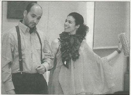 Pablo Lisarri Aldea ensaya una escena con Elsa Preciado García. (Fotos: Diego Echeverría)