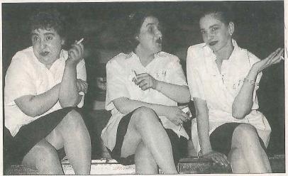 ESCENA. Tres actrices de Kilkarrak en la obra 'Habitación 689'. (Foto: Marian Trébol)