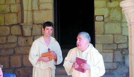 Javier Hernández (izda) y Pedro Echávarri, de Kilkarrak, en la presentación de las visitas a Iranzu. (Foto: Marta Vidán)