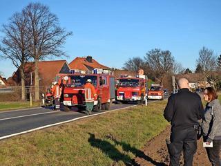 http://www.haz.de/Umland/Seelze/Unfall-auf-der-L-390-in-Richtung-Lathwehren