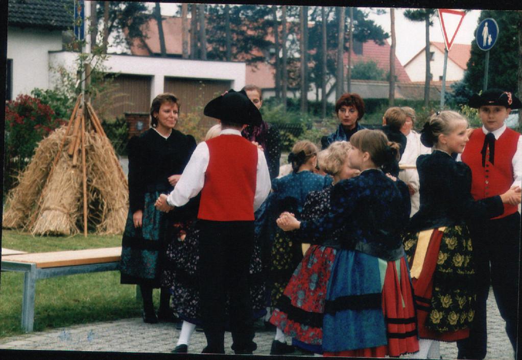 2000 Ernte Dank Fest an der evang. Kirche in Dechsendorf