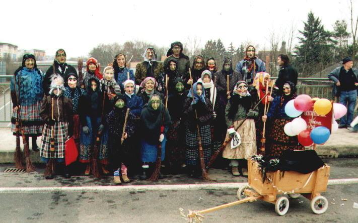 2004 Däsndorfer Hexn beim Brucker Faschingszug
