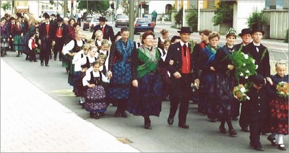 Fränkische Hochzeitsgesellschaft bei der 1000-Jahr Feier Erlangens
