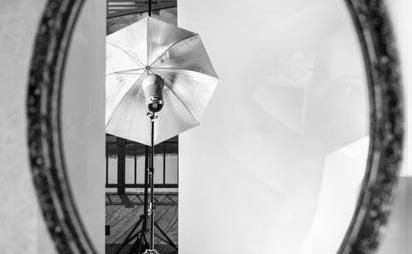 Fotograf in Erlangen beim Fotostudio FOTOS MIT FREUDE - Photograf Erlangen, Nürnberg, Fürth für deine schönsten Bilder - Gutscheine für ein Fotoshooting als Geschenk - Bewerbungsfotos - Businessfotos - Akt - Erotik - Portrait
