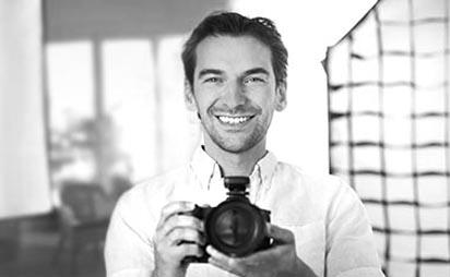 Businessfotos und Bewerbungsbilder in Erlangen: www.dein-fotograf-erlangen.de - Nico Tavalai aus Erlangen. Dein Fotograf im Fotostudio FOTOS MIT FREUDE in Erlangen www.fotosmitfreu.de - natürlich auch erotik Shooting