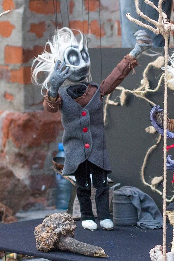 Marionnette à fils, corps en bois et tête en carta-pesta. Daniel Blander