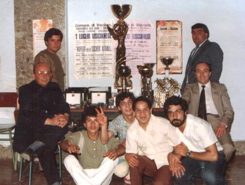 Gruppo di collaboratori insieme e don Bruno, luglio viscianese