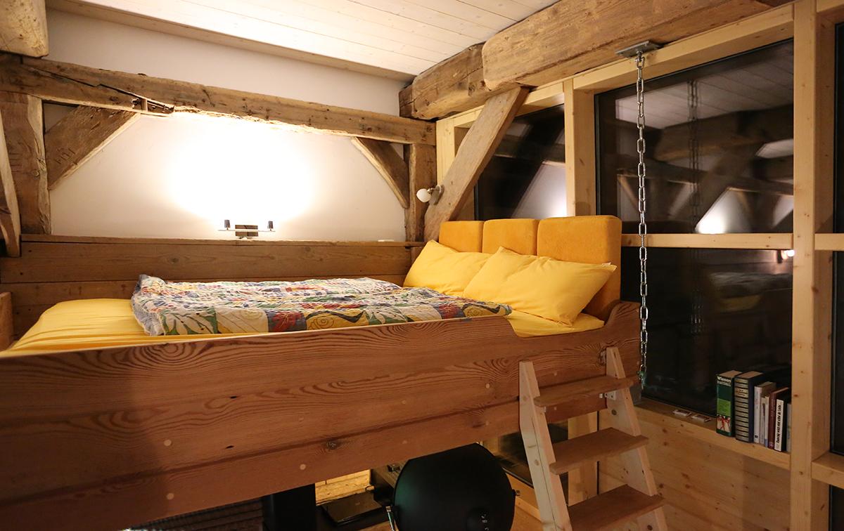 Das fest eingebaute Hochbett 1,40 x 2,20 m