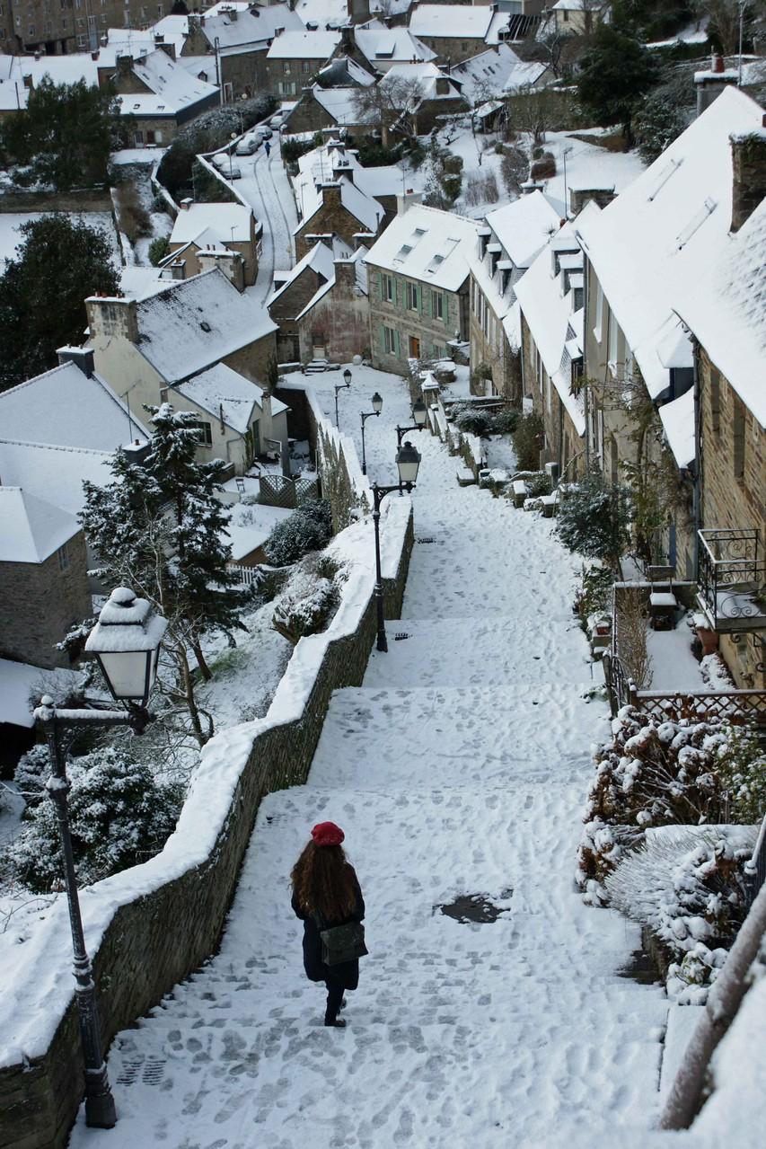 Escalier sous la neige