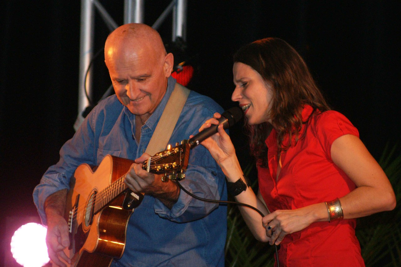 Dan Ar Braz et Clarisse Lavanant (Concert de Ploézal)