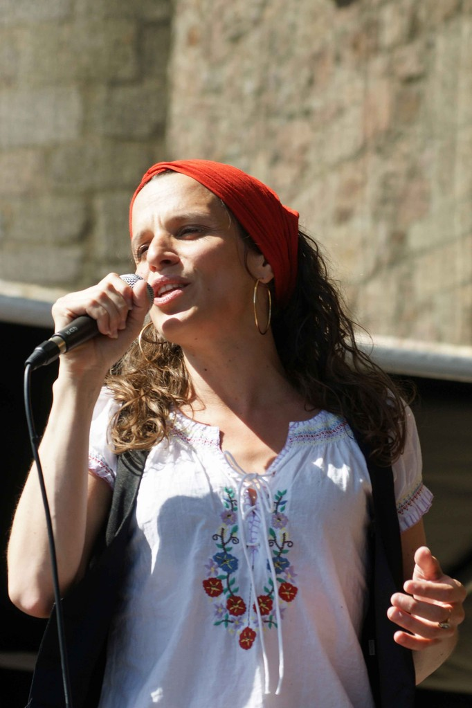 Clarisse Lavanant (Guitares celtes, La Roche Jagu)