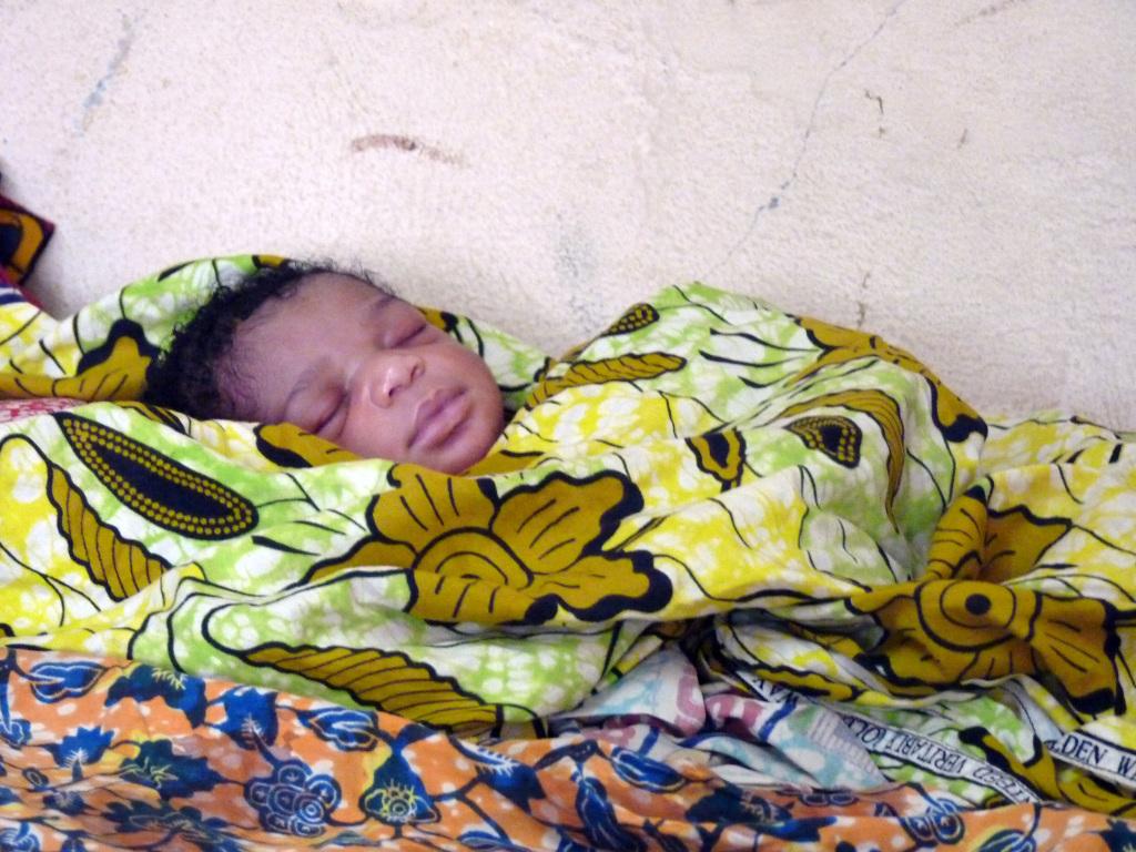 lorsqu'ils naissent, les bébés sont plutôt pâles, ils fonceront dès les premiers jours