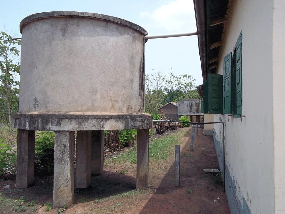 la cuve de récupération d'eau d'Hahomegbé