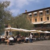 Straßencafé in Garda