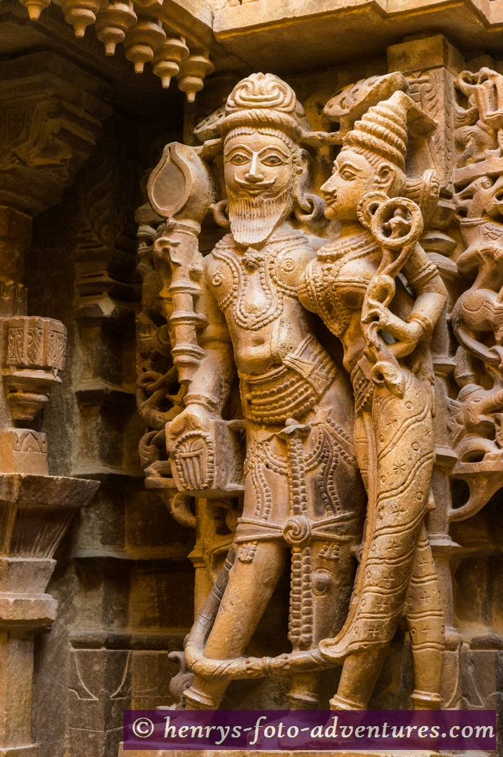 mit wunderschönen Reliefs und Verzierungen aus Sandstein