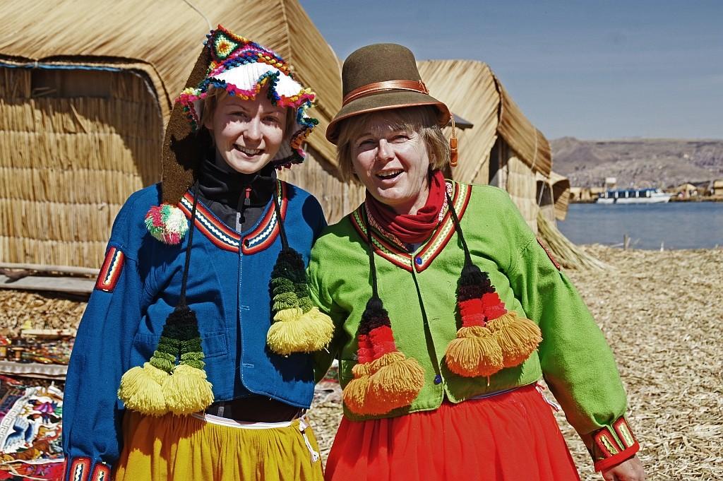 Christine und Silvia haben sich in Peruanerinnen verwandelt