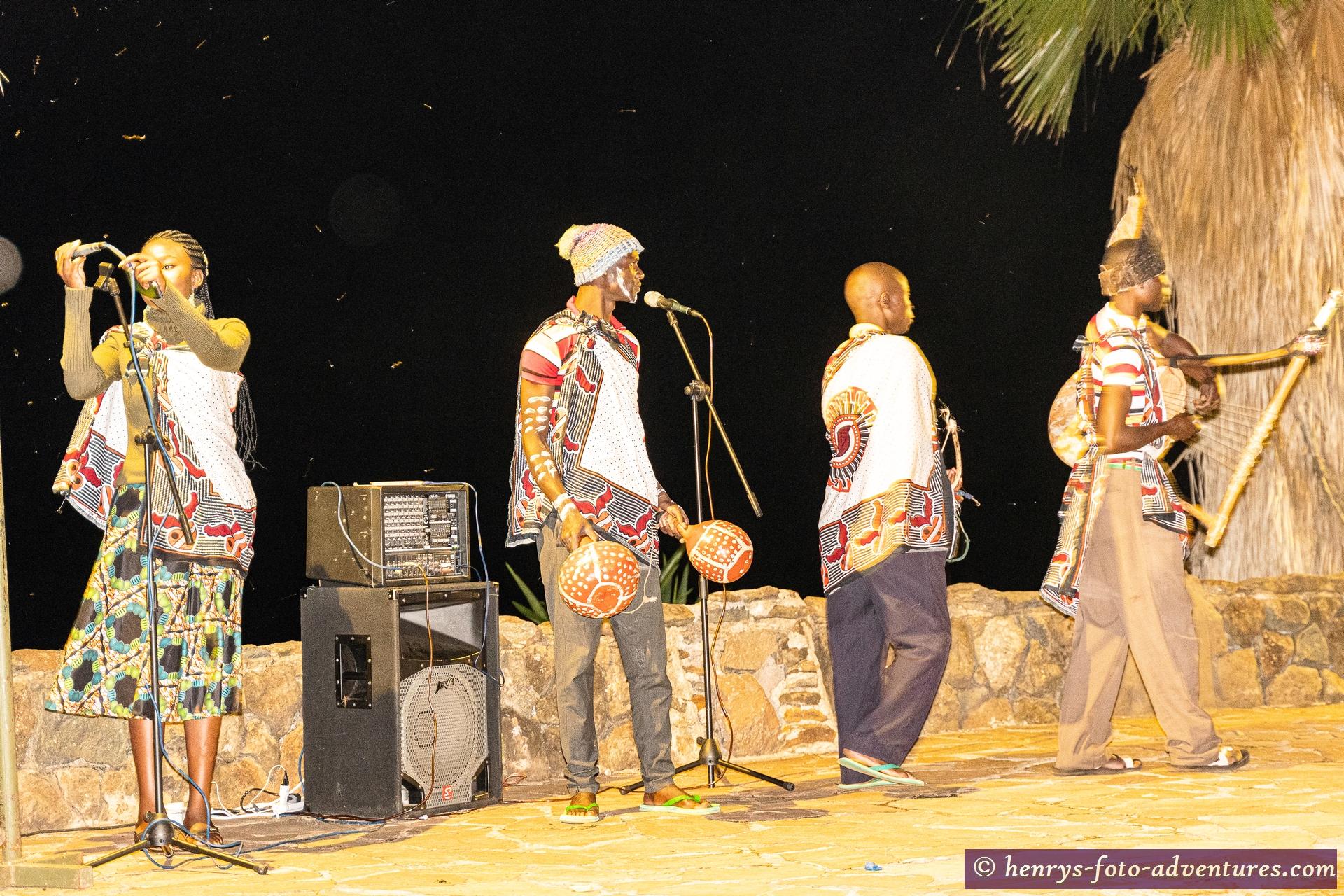 und anderen Folklore-Tanzgruppen