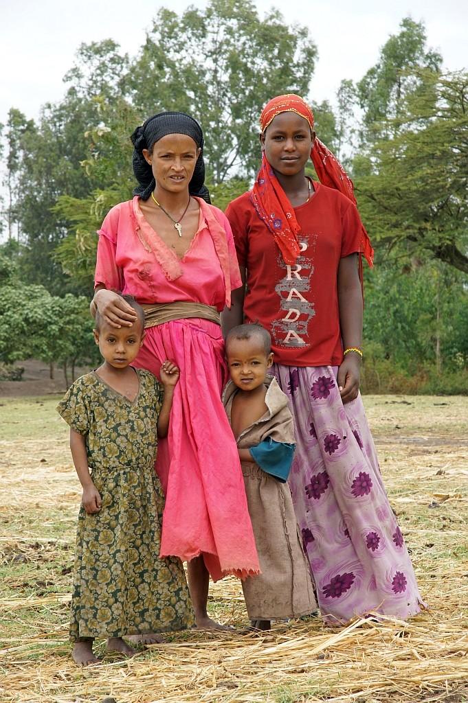 Alaba-Frauen mit Kindern