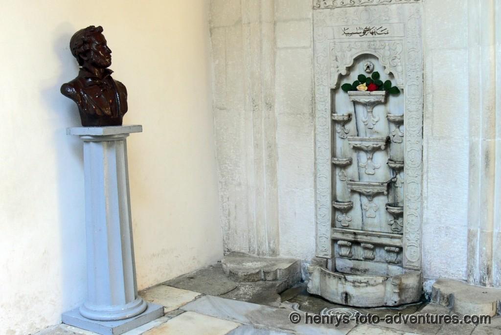 der Tränenbrunnen mit Puschkin-Büste