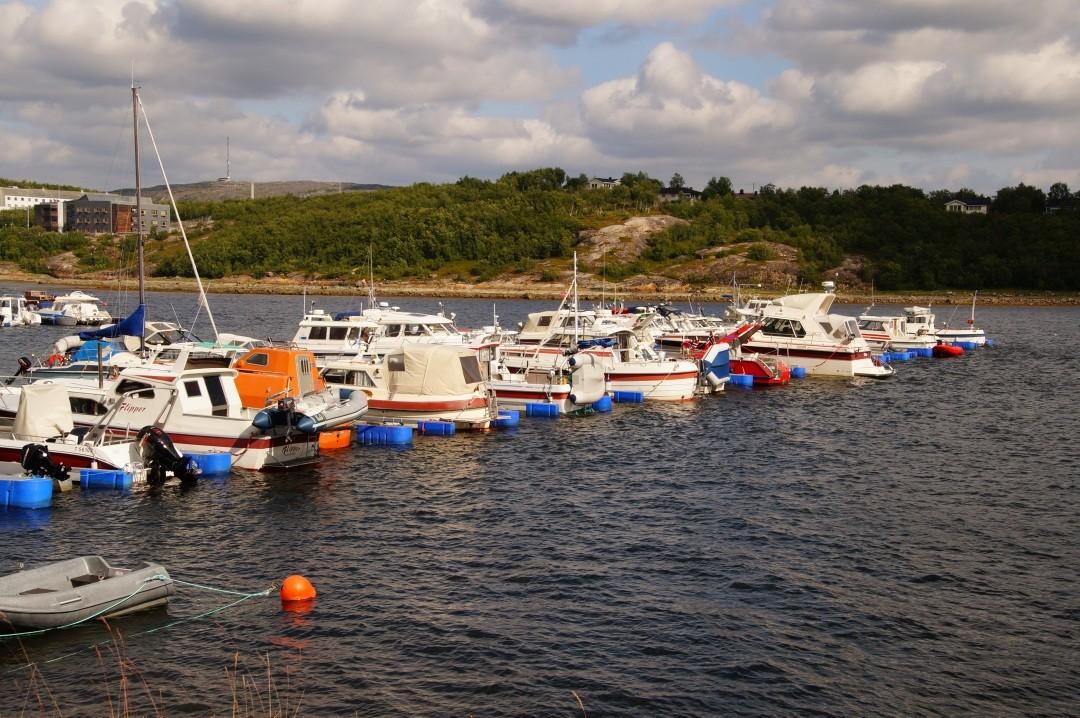 Bootshafen von Kirkenes, um 12:30 legen wir wieder ab