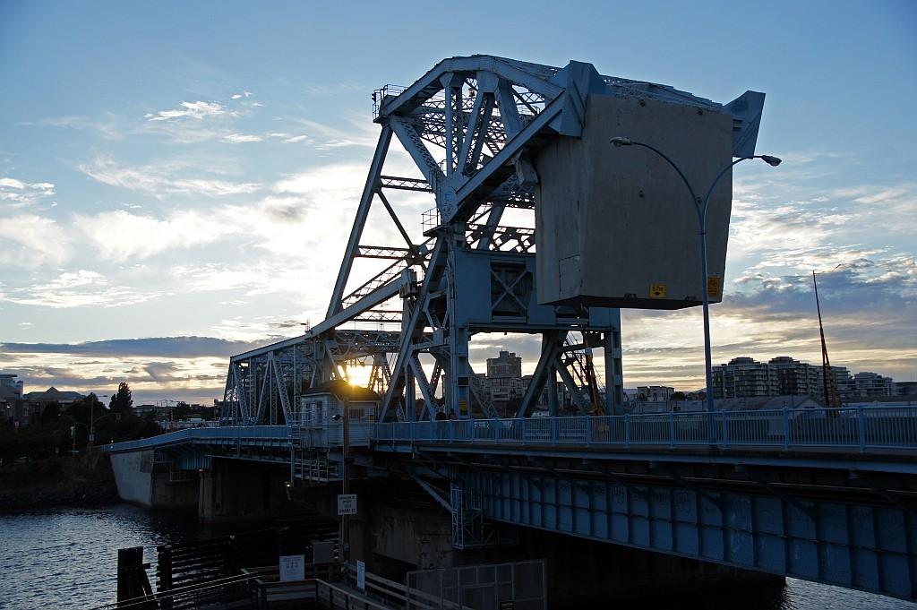 Hebebrücke bei Abendsonne