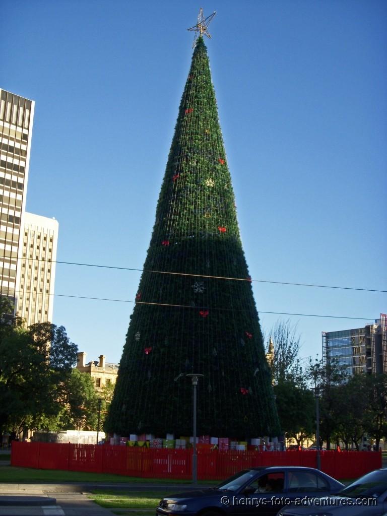 der künstliche Weihnachtsbaum