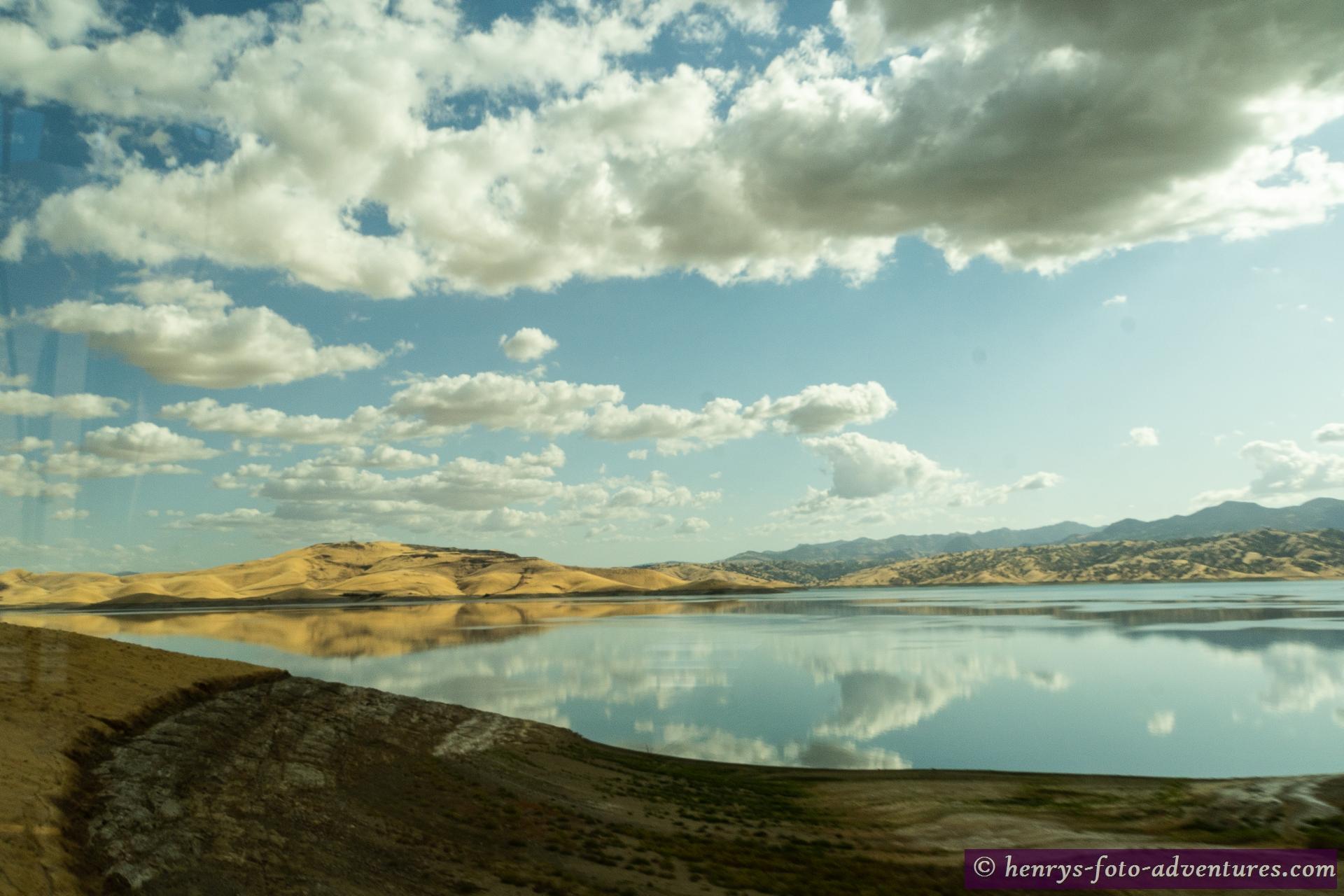 Wolkenspiegelung im Stausee