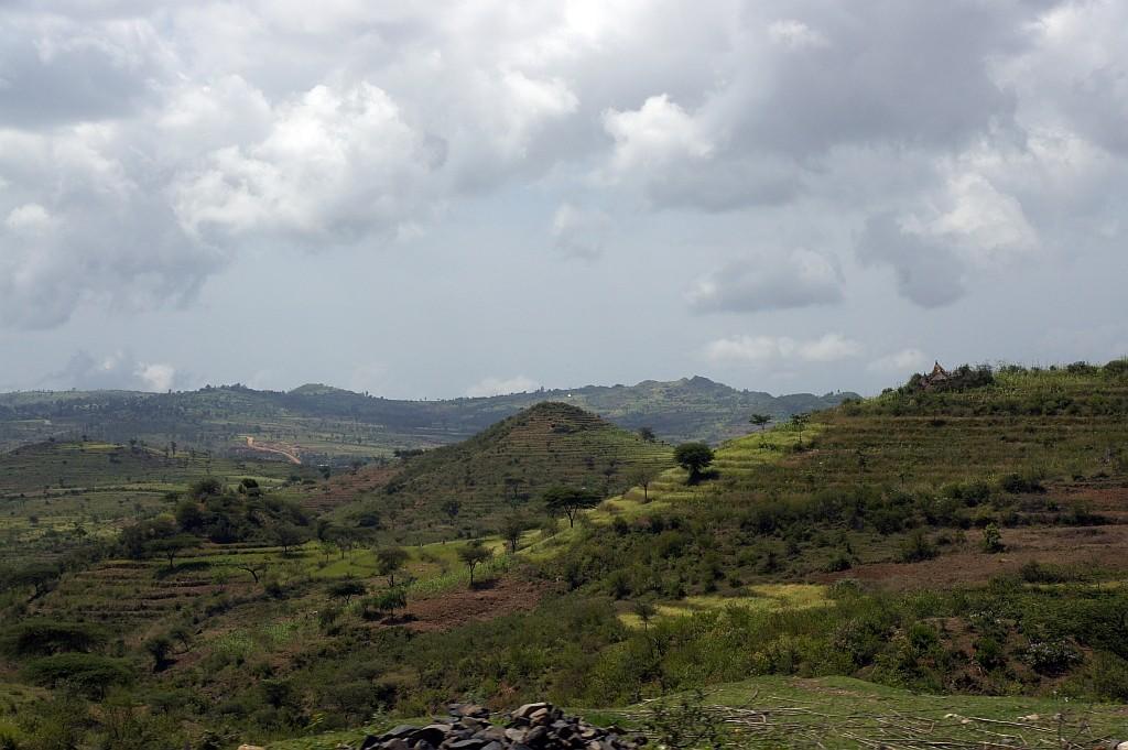 Grüne Landschaft am Ende der kleinen Regenzeit
